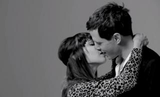 WREN first kiss - viral video